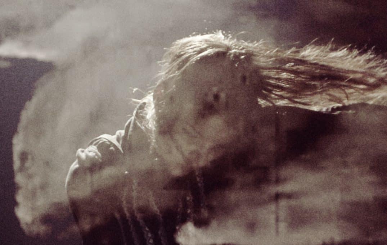 Eleanoora Rosenholm: Valo kaasumeren hämärässä